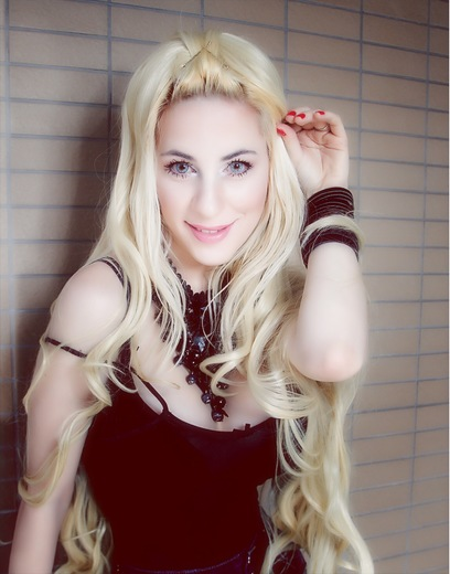 Portrait of Daniela Bessia 安达